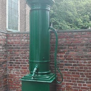 Pompe à levier, en Mi-la-Ville