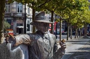 Photo de la statue du commissaire Maigret