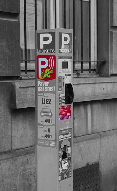 Zone de stationnement rouge